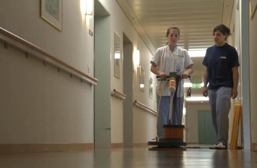 Fachmann/Fachfrau Hauswirtschaft EFZ – Film mit Porträt einer Berufstätigen