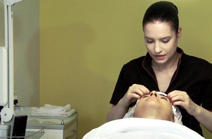 Kosmetiker/in EFZ – Film mit Porträt einer Berufstätigen