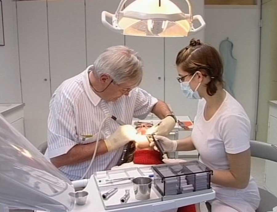 Dentalassistent/in EFZ - Film mit Porträt einer Lernenden